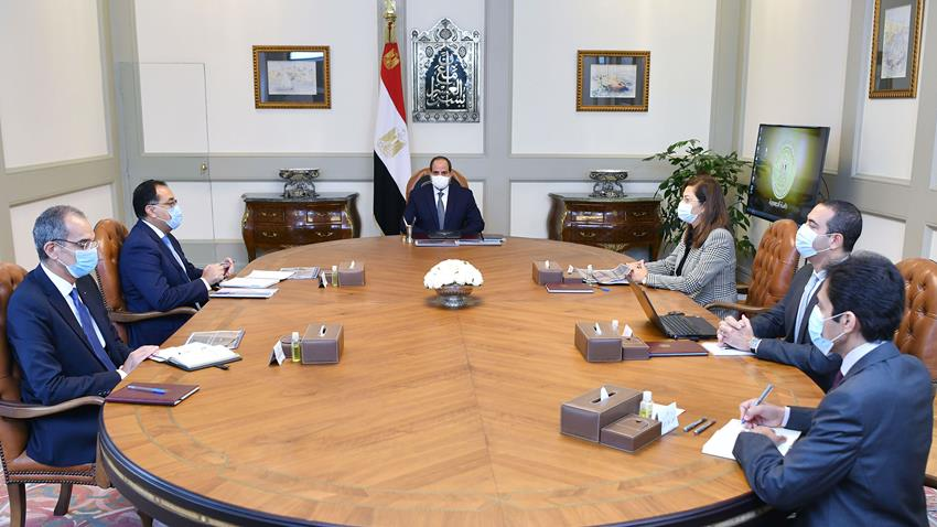 President El-Sisi Meets with PM and Ministers of Planning and Communications