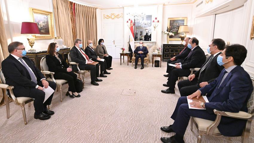 Le Président Al-Sissi accueille le PDG de Dassault Aviation